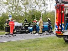 Frontale botsing vrachtwagen en auto in Deurne: een man omgekomen