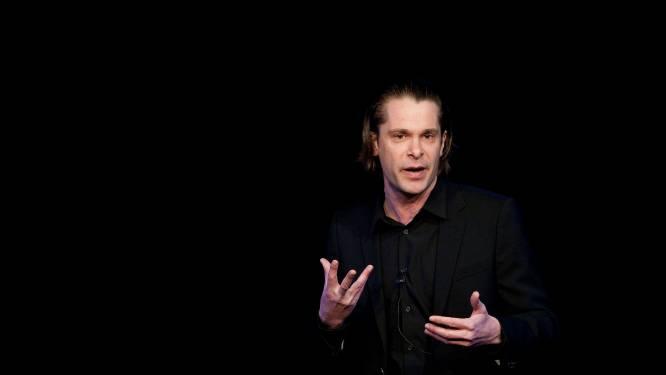 Cabaretier Hans Teeuwen wil niet optreden met verplichte coronapas: 'Ik kan er niet mee leven'