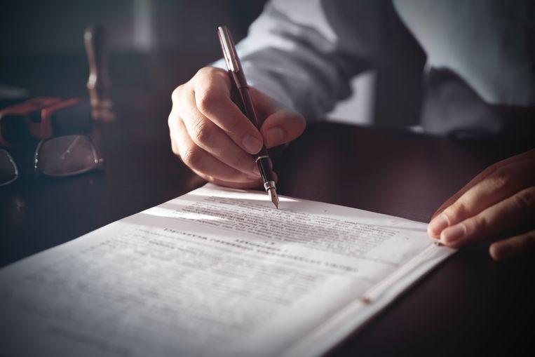 Het geheim van hun succes is eigenlijk geen geheim. Belgen kopen meer en meer vastgoed, maar het aantal notarissen stijgt niet even sterk mee.  Beeld Getty Images/iStockphoto