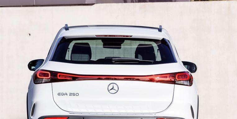Momenteel kenmerk van de duurdere Duitse auto, maar al volop gekopieerd: de doorlopende verlichting aan de achterkant.  Beeld