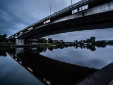 Het neonlicht van Rémy Zaugg op de Mandelabrug gaat langzaam uit
