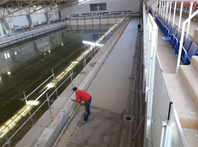 Het binnenzwembad van Puyenbroeck tijdens de renovatiewerken.