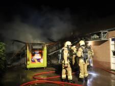 Brand verwoest bijgebouw Versmarkt Jonker in Oldebroek