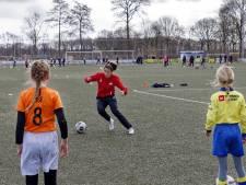 Voetbalclinic voor PSV-speelster Nurija uit Vaassen: 'Na de uitzending van Spoorloos wilde ik haar helpen'