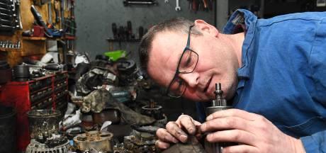 JBS Startmotoren & Dynamo's, zwarte handen van de olie en het vet: 'Geen hobby maar serieus werk'