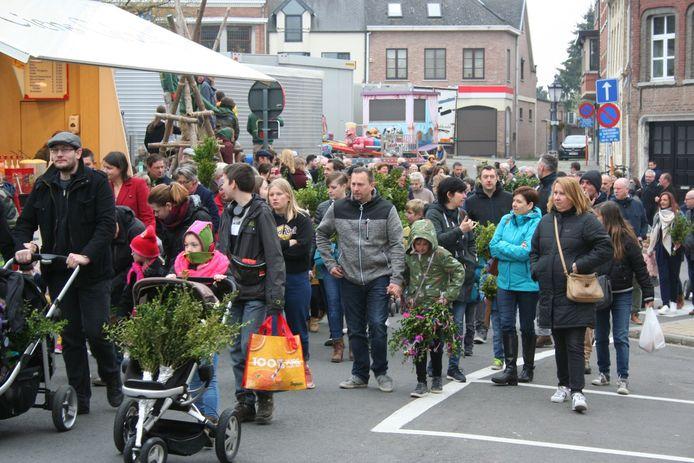Processie langs het Gemeenteplein en de kermisfoor zoals in 2019 kan weer niet