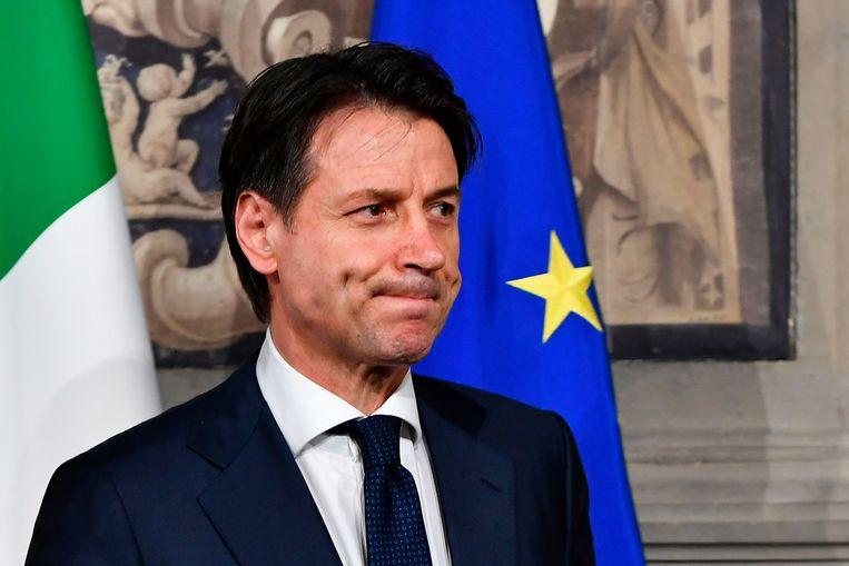 De Italiaanse kandidaatpremier Giuseppe Conte geeft zijn opdracht om een regering te vormen terug. Beeld AFP