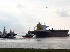 Gestrande olietanker Westerschelde vlotgetrokken
