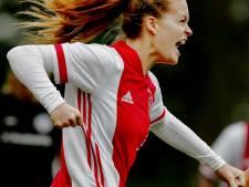 Hard werken, lachen en scoren: 'Ik voel me bij Ajax net zo thuis als bij Madese Boys'