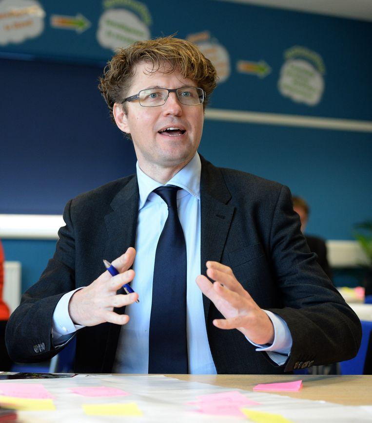 Begin dit jaar kondigde staatssecretaris Sander Dekker (VVD, Onderwijs) een vijfjarige pilot tweetalig primair onderwijs aan. Beeld anp