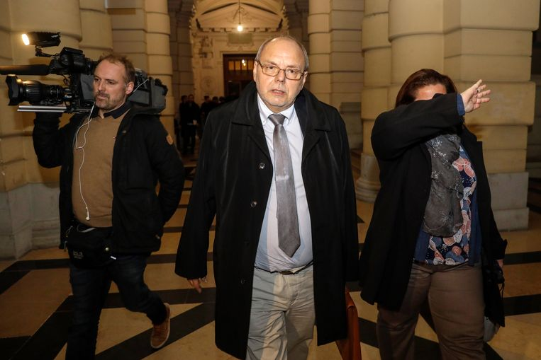 Christian Van Eyken (R) en echtgenote worden verdacht van moord.  Beeld BELGA