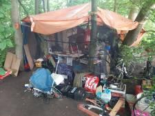 Deze mensen 'wonen' noodgedwongen in Rotterdams park: 'Wij doen het werk dat jullie niet willen doen'