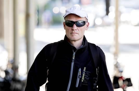 Volkert van der Graaf komt aan bij de rechtbank voor het kort geding.