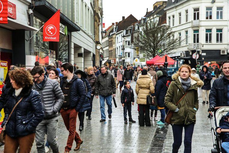 De massa, in de Lange Steenstraat.
