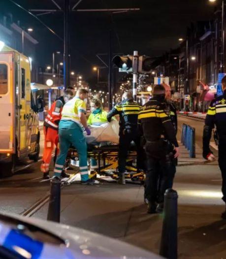 """Un homme poignarde une personne à Rotterdam avant d'être assommé par un témoin: """"Un massacre"""""""