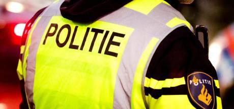 Gevangene die niet terugkeerde van verlof rijdt agent bijna omver in Zwolle