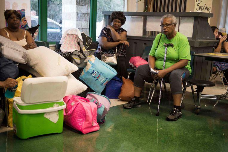 Een school in Tampa, Florida is tijdelijk een opvangcentrum. Beeld AFP