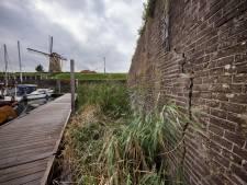Barsten in vestingmuur Willemstad: 'Beter kijkt er iemand met verstand van zaken naar'