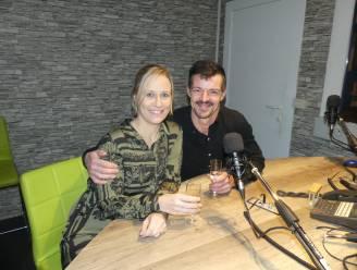 """Koppel organiseert trouwfeest live op de radio: """"Uitstellen was geen optie"""""""