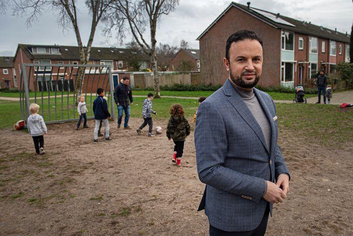 D66-raadslid Faissal Boulakjar gaat op voor het Kamerlidmaatschap voor zijn partij in Den Haag.  Hij groeide op in wijk Heusdenhout, bij het trapveldje aan de Wilderen.
