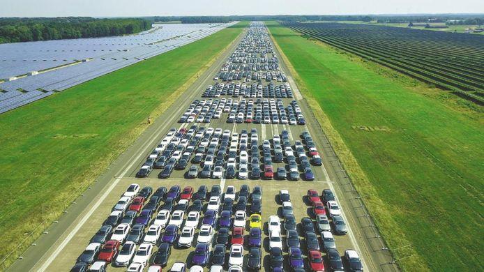 Hier staan meer dan 10.000 probleem-Mercedessen geparkeerd