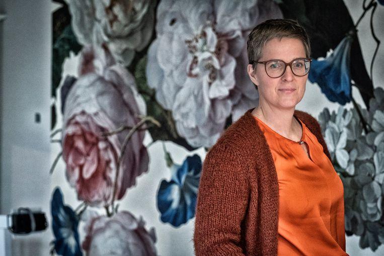 Traumapsycholoog Elke Van Hoof is de drijvende kracht achter het initiatief. Ze schrikt van de bevindingen en zegt dat de bug inmiddels uit het systeem gehaald is. Beeld Tim Dirven