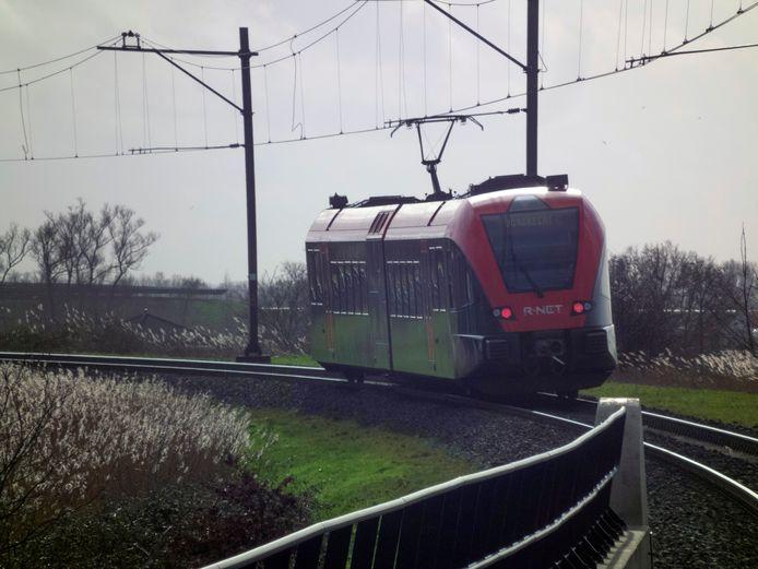 De MerwedeLingelijn loopt van Dordrecht naar Geldermalsen.