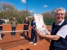 Frans speelt al zestig jaar tennis achter de Vlissingse duinen