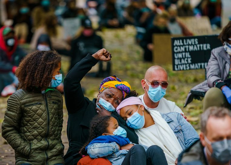 Demonstranten tijdens een antiracisme-bijeenkomst in Middelburg, vorig jaar zomer. Beeld ANP