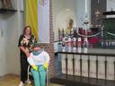 Gertrude Hooijmans bij Sara in de kerk in Velddriel