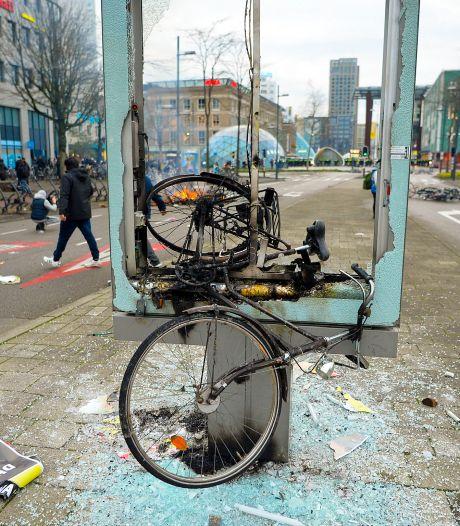 Gijs (18) zat op de eerste rij bij de rellen in Eindhoven: 'Stenen werden uit de straat getrokken'