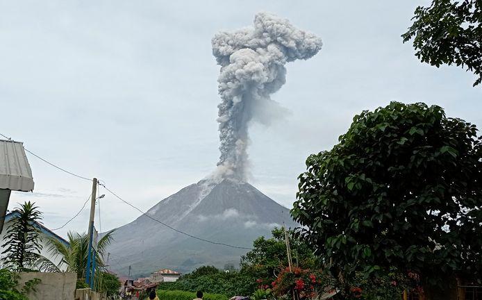 Inwoners moeten wegblijven uit een gebied van 4 tot 5 kilometer van de top van de vulkaan.