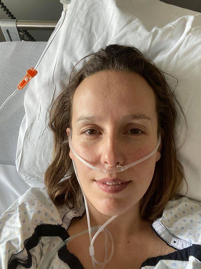 Louise Claeys-Bouuaert getuigde in de krant over haar verblijf in het ziekenhuis na een besmetting met COVID-19.