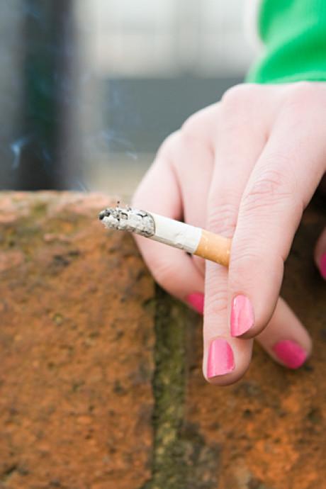 Une mère porte plainte contre un bureau de tabac qui vend des cigarettes à sa fille de 14 ans