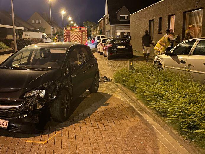 De aanrijdende wagen kwam op de weg tot stilstand in Rumbeke.
