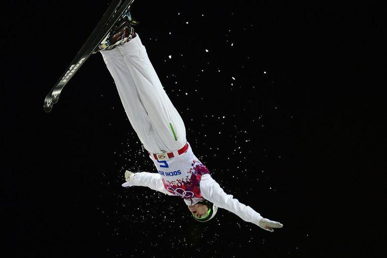 Travis Gerrits tijdens de finale van de aerials Beeld afp