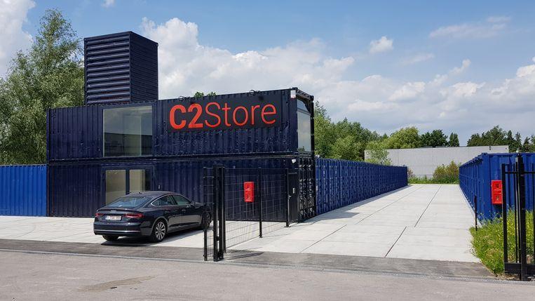 Het nieuwe opslagbedrijf C2Store in het Europark-Oost doet het met 70 zeecontainers.