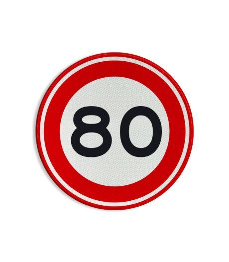 70, 80, 90: wat betekenen al die bordjes met snelheden achterop een vrachtauto?