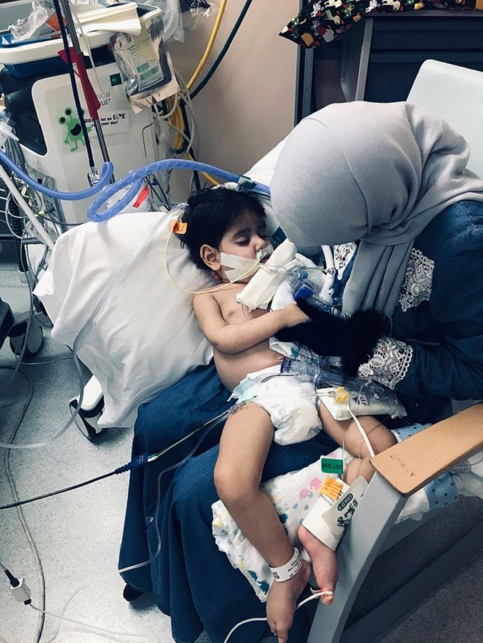 Abdullah met zijn moeder.