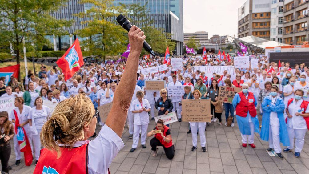 Ziekenhuismedewerkers gaan opnieuw staken: 'Gelul dat patiënten in gevaar komen, dat zijn ze al'