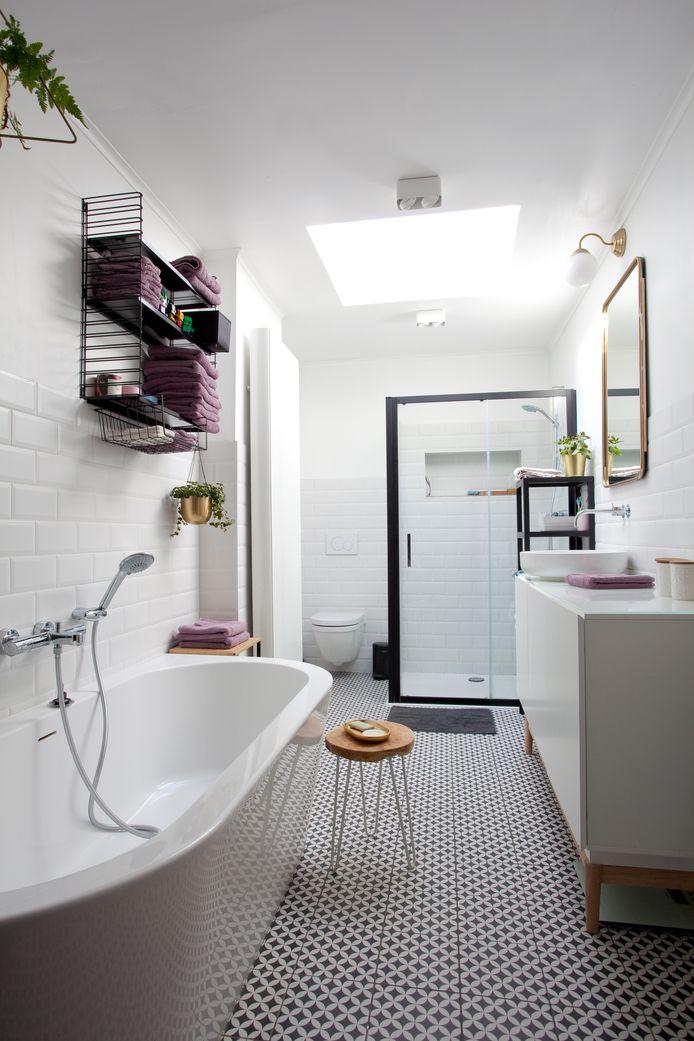 Het raam in de badkamer werd vervangen door een lichtkoepel.