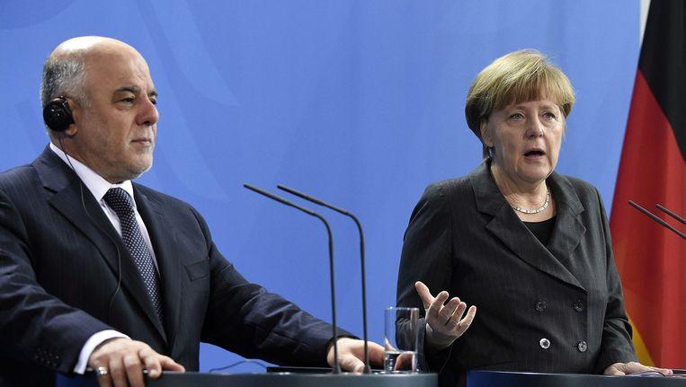 De Iraakse premier Haidar al-Abadi (L) en de Duitse bondskanselier Angela Merkel tijdens een persconferentie afgelopen februari in Berlijn Beeld anp