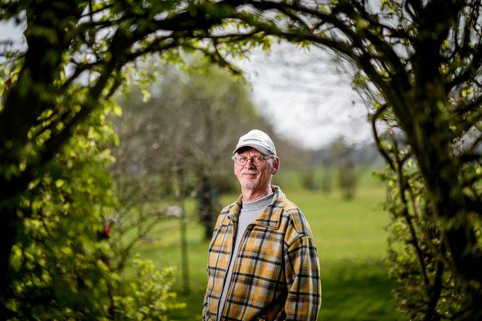Arie Oonk heeft tumoren in zijn hoofd, een hartoperatie gehad en is 65-plus. Toch wacht hij nog steeds op een Covid-vaccinatie