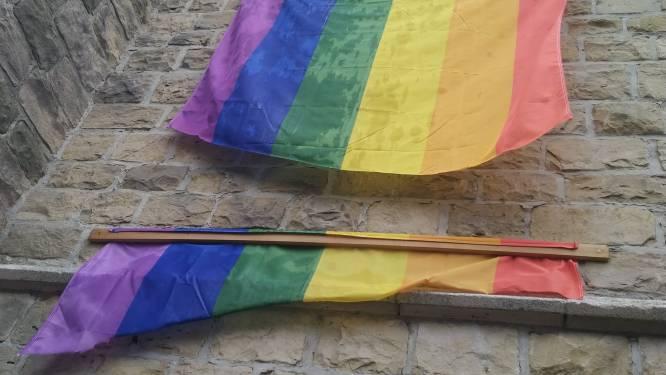 """Vandalen vernielen regenboogvlag aan Colomakerk: """"Verontwaardigd en verdrietig"""""""
