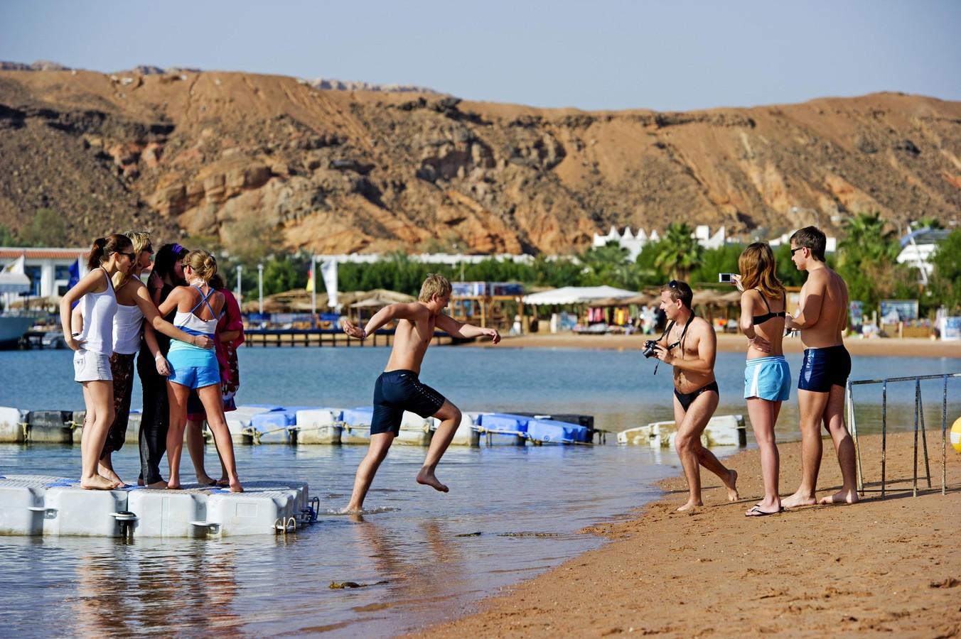 Griekenland krijgt minder toeristen dankzij de vluchtelingenproblematiek, Turkije vanwege de angst voor aanslagen.