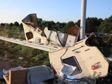 Ravage op A2 bij Culemborg na ongeluk met drie auto's en een caravan, veroorzaker rijdt door