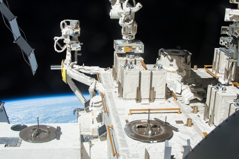 Japanse onderzoekers plaatsten klompjes bacteriën op het ruimtestation ISS. Beeld Nasa/Esa