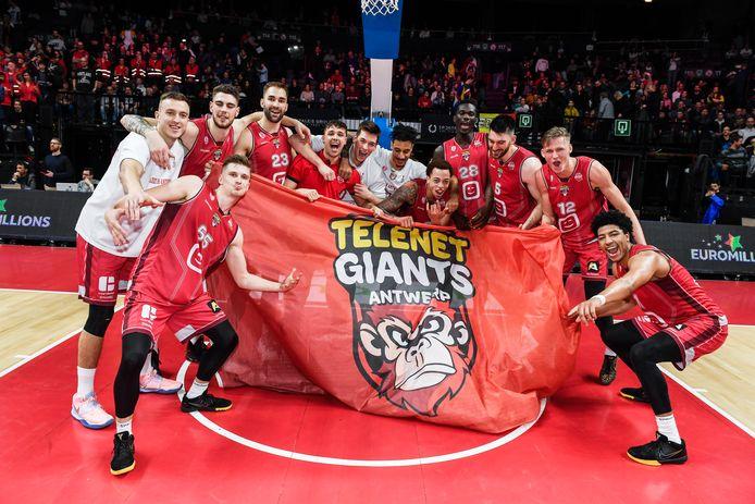 De grootste slokop is basketbalclub Antwerp Giants. Die krijgt 240.000 euro aan subsidies.