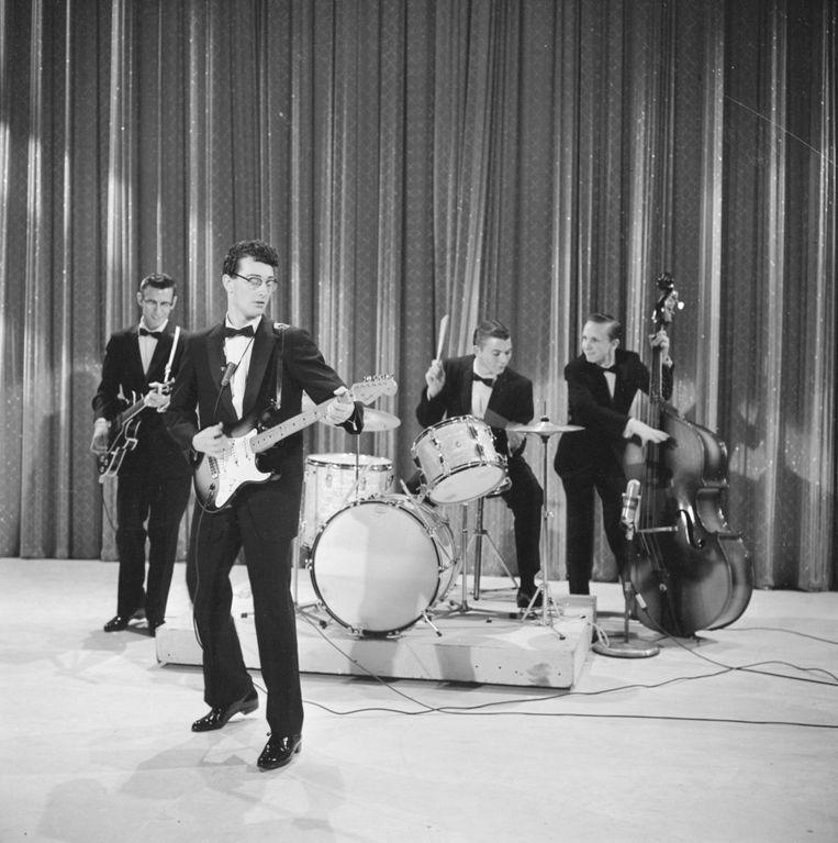 Buddy Holly en zijn band The Cricketers, tijdens de televisieshow 'Toast of the Town,' in New York op 1 december 1957. Beeld getty