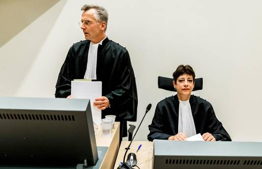 Officiers van justitie Wouter Bos en Sabina van der Kallen